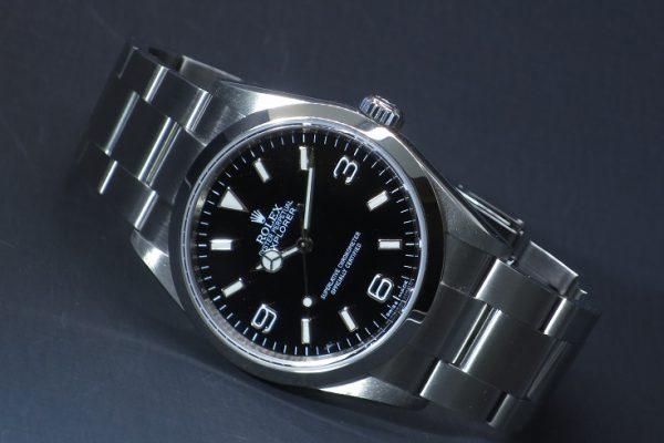 魅力的でシンプルな時計