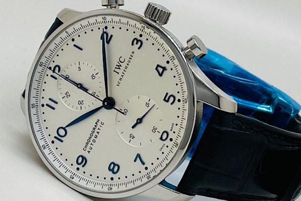 ドレッシーな印象を持つクロノグラフ搭載時計